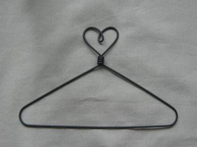 Heart Top 7.5 inch Wire Hanger