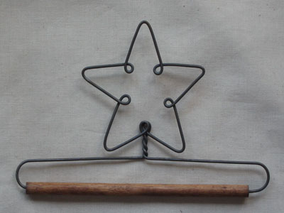 5 inch Star Wire Hanger With 0.25 inch Dowel